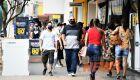 Com leitos de UTI lotados, prefeitura aumenta toque de recolher e manda fechar clubes