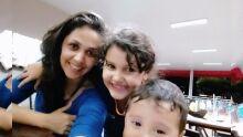 Mamãe Nagela Alencar com os pequenos Giovanna e Matheus ????