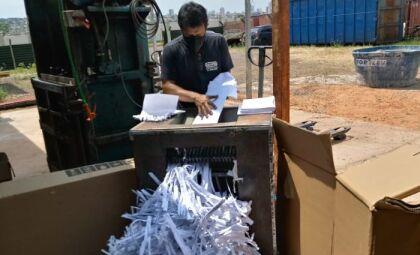 PGE realiza atividade de fragmentação de mais de 120 quilos de papel
