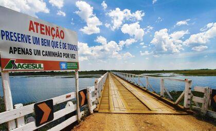 Ponte sobre rio na MS-249 em Corumbá é interditada para reforma