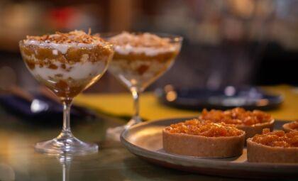 Aprenda essa receita de Verrine de geleia de casca de abacaxi com coco queimado