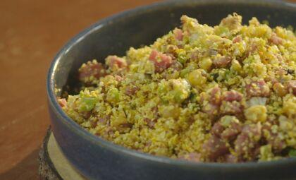 Aprenda essa deliciosa farofa de milho crocante com cebolinha