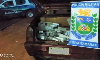 Carro é apreendido com 450 pacotes de cigarros contrabandeados