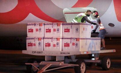 Saúde distribui aos municípios 73 mil doses da vacina da Astrazeneca