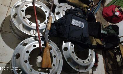 Polícia Civil prende suspeitos de furto de rodas e pneus de carreta
