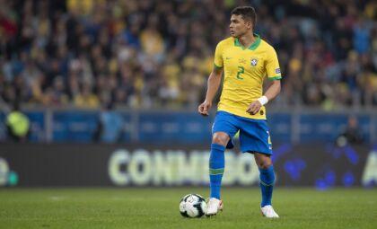 Chelsea anuncia renovação do contrato com o zagueiro Thiago Silva
