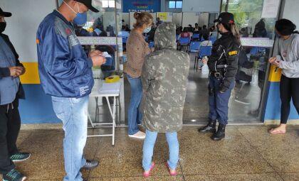 Caminhoneiros acima de 21 anos podem se vacinar contra a Covid hoje em Dourados