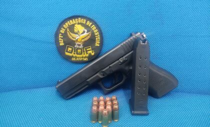 Polícia prende homem com arma de fogo e munições