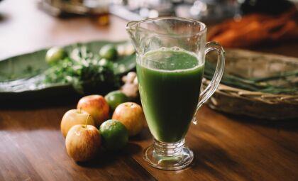 Aprenda a fazer suco verde com capim-limão