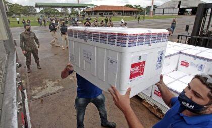 Novo lote de vacinas começa a ser distribuído aos municípios de MS