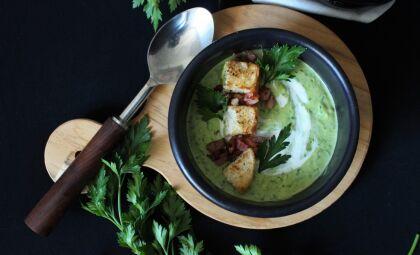 Aprenda essa receita de caldinho de feijão-branco com salsinha