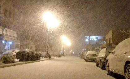 No RS, douradenses relatam euforia por neve e preocupação social com o frio