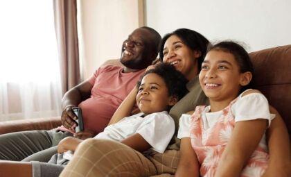 Sala de família e sala de estar: entenda a diferença e a importância dos dois ambientes
