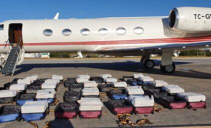 PF apreende jatinho com mais de uma tonelada de cocaína em aeroporto