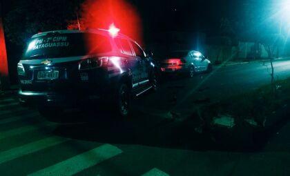 Após colidir em canteiro, homem é preso por dirigir embriagado