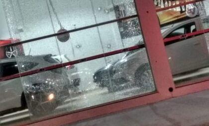 Lojas de veículos são alvos de disparos de arma de fogo na fronteira