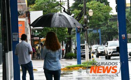 Semana começa com alerta de chuvas intensas em Dourados