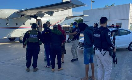 Cinco brasileiros presos com 'arsenal' são expulsos do Paraguai