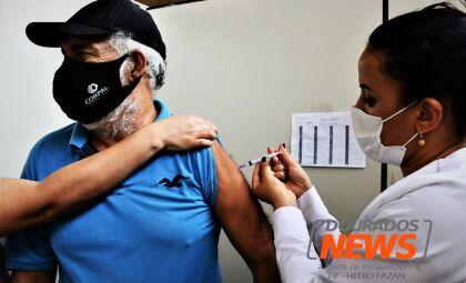 Vacinação contra Covid-19 continua na terça-feira; veja quem pode se imunizar