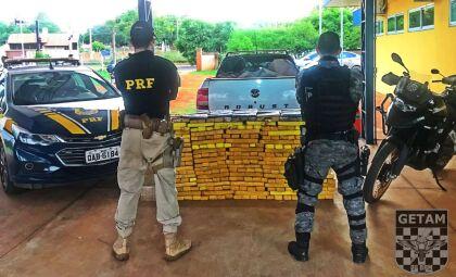 Veículo roubado é recuperado e 506 quilos de maconha apreendidos