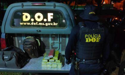 Foragido da Justiça é preso e homem é flagrado com maconha em ônibus