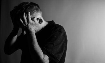 Depressão: causas, sintomas, tratamentos, diagnóstico e prevenção O que é Causas Fatores de risco Sintomas Diagnóstico