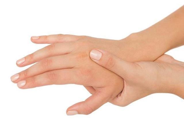 mão direita formigando a noite