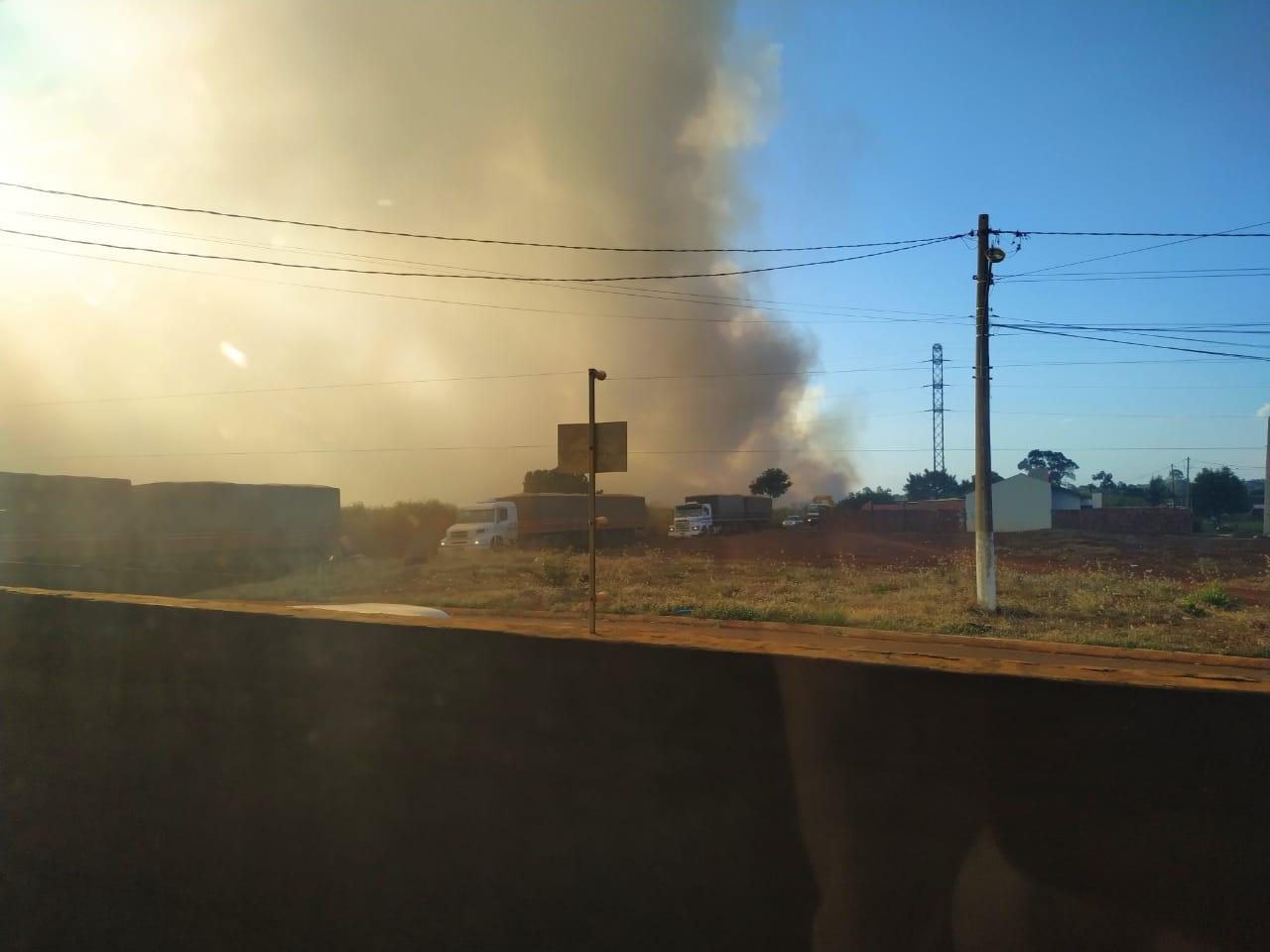 Fumaça na Perimetral Norte provoca engarrafamento entre três caminhões