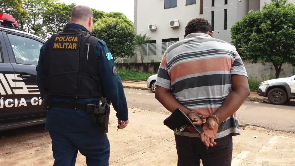 2832028cc Foragido da Justiça é preso após furtar roupas em loja do centro ...