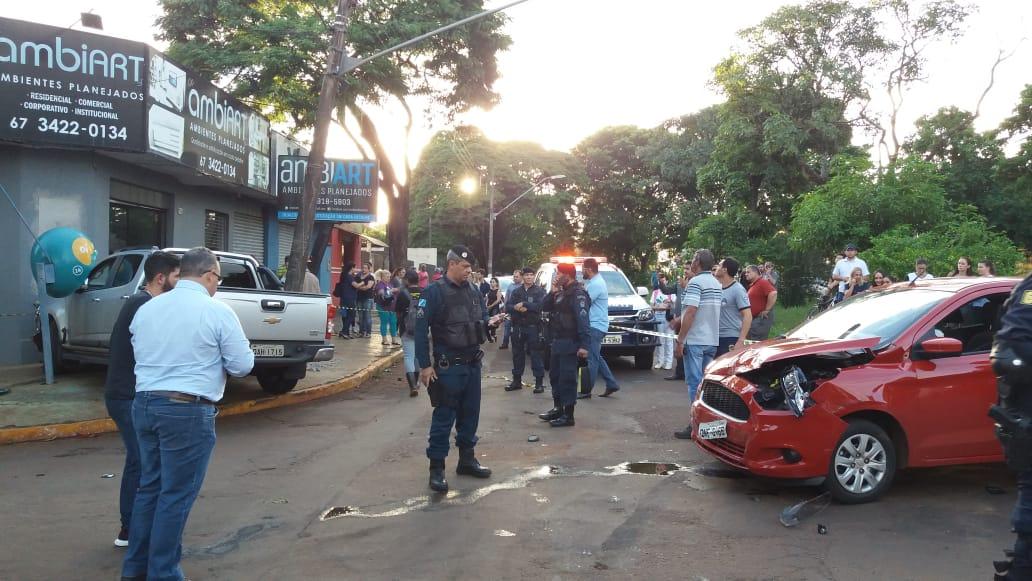 05cd656cb Caminhonete de empresário de turismo ferido após ataque de motociclistas. -  Crédito  Osvaldo Duarte Dourados News